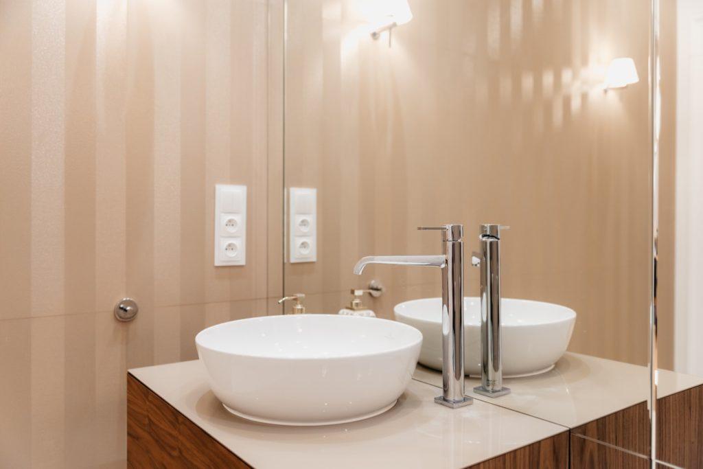 Zlew w łazience gościnnej