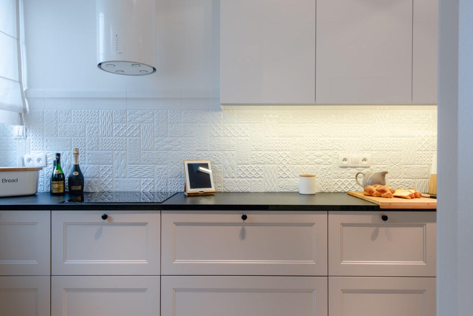 Widok na kuchnie - blat i okap